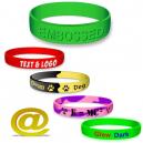 Braccialetti in silicone personalizzati con testo e logo